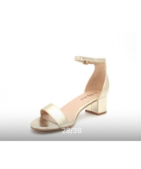 Sandales avec petit talon Chaussures